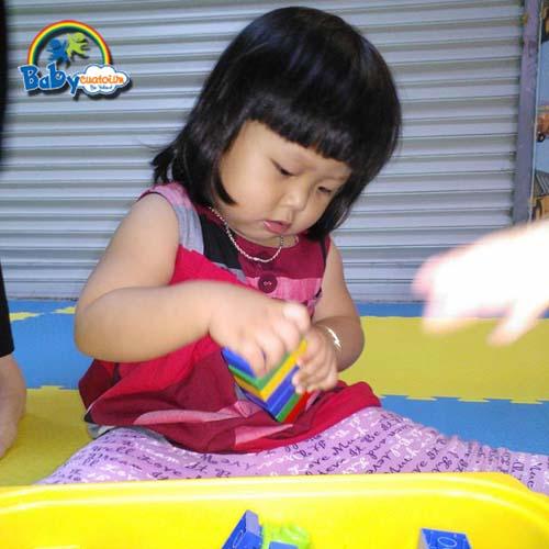 do choi tre em Bé Nguyễn Trà Giang 3