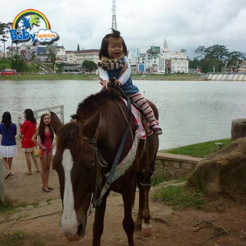 do choi tre em Bé Nguyễn Trà Giang