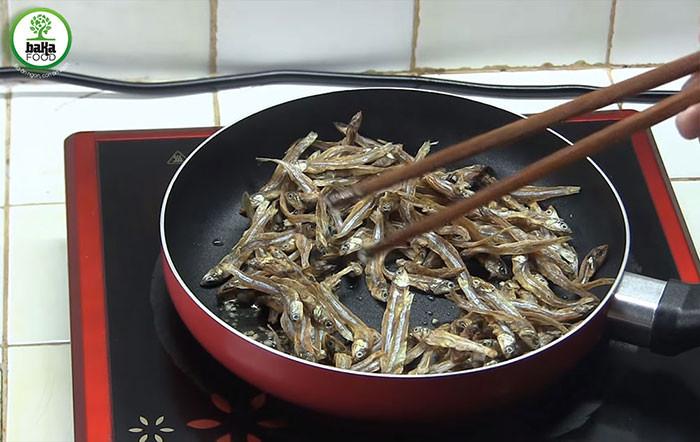 Cách rim cá cơm khô mặn ngọt ngon