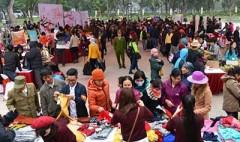 Phiên chợ Tết 0 đồng lần đầu tiên được tổ chức tại Hà Nội