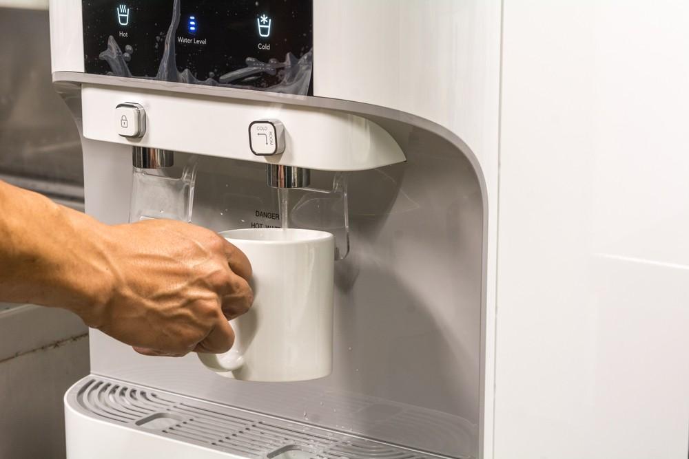 Có nên mua máy lọc nước nóng lạnh