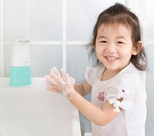 Rửa sạch tay chân khi sau khi về nhà để loại bỏ vi khuẩn