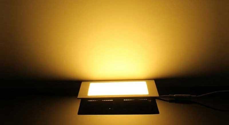 Đèn downlight 3 màu - Đèn LED âm trần 3 màu 18w màu vàng