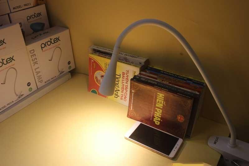 Đèn kẹp bàn học Protex - Đèn học kẹp bàn Protex