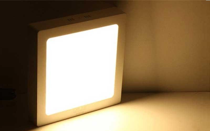 đèn vuông ốp trần phòng khách