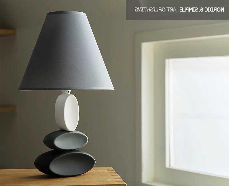 Đèn bàn LED ánh sáng trắng