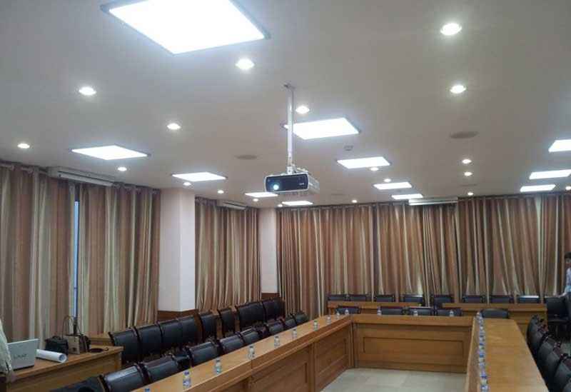 mẫu đèn led âm trần văn phòng