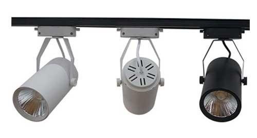 Hoàn thành việc lắp đèn led rọi ray