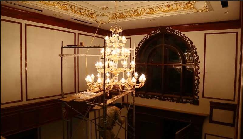 đèn chùm thông tầng treo sảnh khách sạn