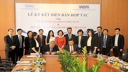 Lễ ký kết biên bản hợp tác giữa  UBCKNN và VACPA