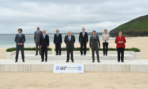 g7-leaders-family-photo-2-scaled-083839