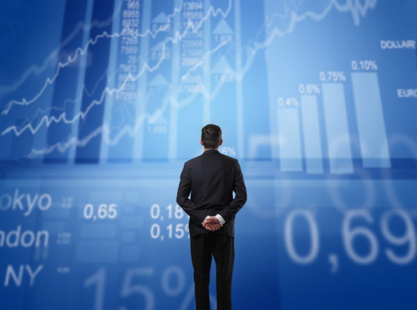 how-to-invest-in-stock-markets-man-viewing