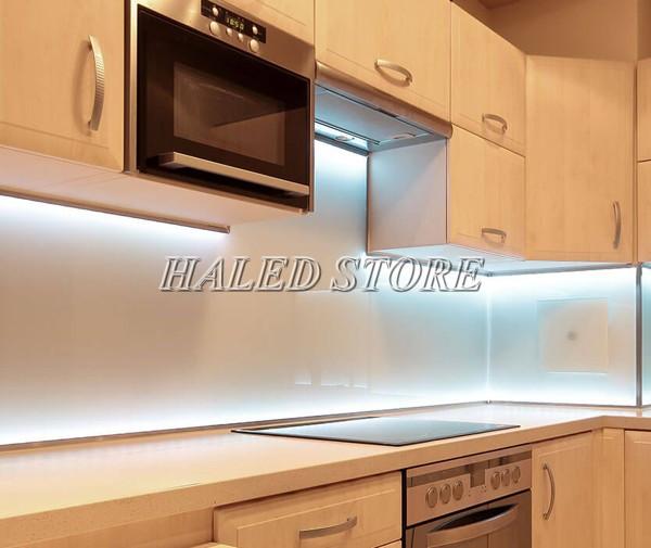 Ứng dụng của đèn LED thanh nhôm trang trí phòng bếp