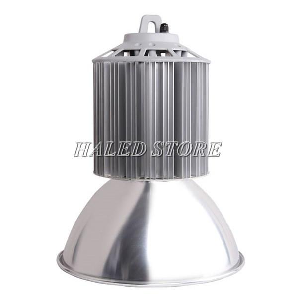 Thân đèn cấu tạo từ hợp kim nhôm