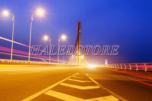 Ứng dụng đèn đường LED PLDA BRP382 172/WW-130