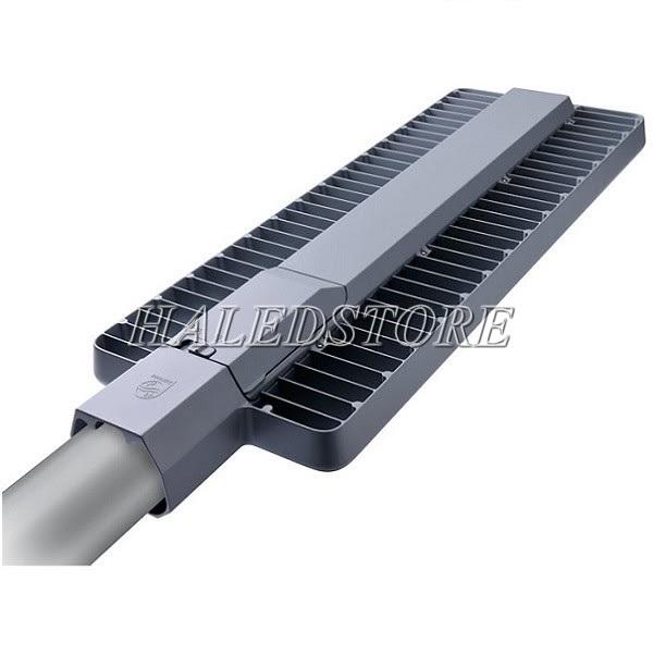 Mặt sau đèn đường LED PLDA BRP394 216/NW-180 chứa nguồn LED và hệ thống tản nhiệt