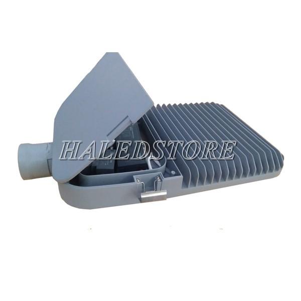 Mặt sau chứa nguồn LED và hệ thống tản nhiệt