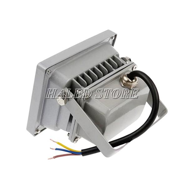 Tản nhiệt của đèn pha LED HLDAF1-10 thiết kế xẻ rãnh