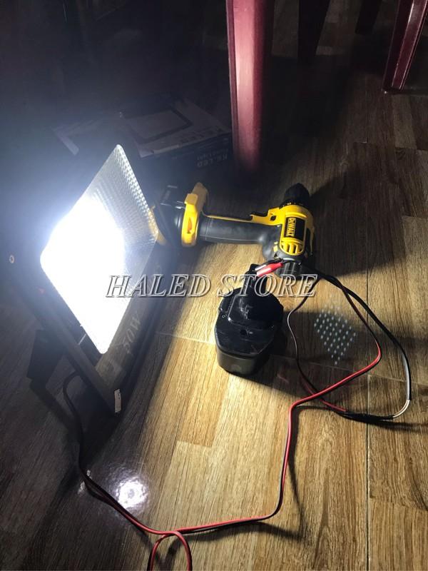 Đèn pha LED 12V 20w kẹp bình