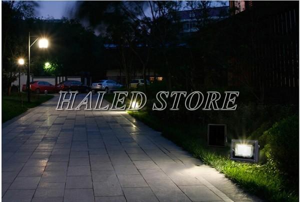 Đèn pha LED chiếu sáng lối đi sân vườn
