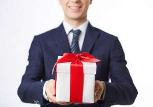 3 vấn đề quan trọng cần biết khi chọn quà tặng cao cấp cho khách hàng