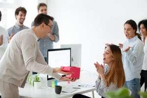 Những điều cần lưu ý khi chọn quà tặng sinh nhật cho nhân viên công ty