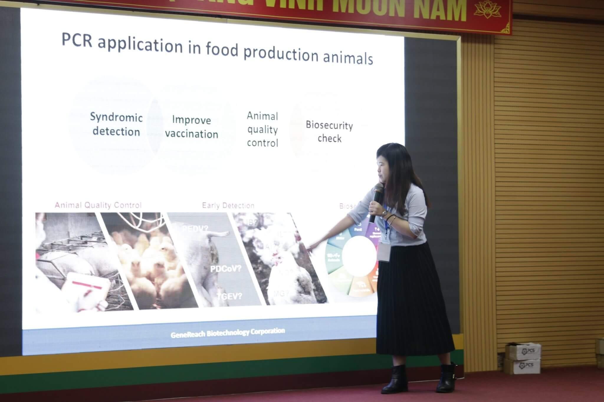 """Bà Nina Chen – Chuyên gia sản phẩm của Công ty GeneReach trình bày báo cáo """"Ứng dụng PCR trong sản xuất động vật và thực phẩm"""""""