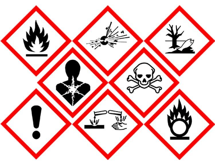 Bảng chỉ dẫn an toàn hóa chất hiển thị các nhãn hóa chất cảnh báo