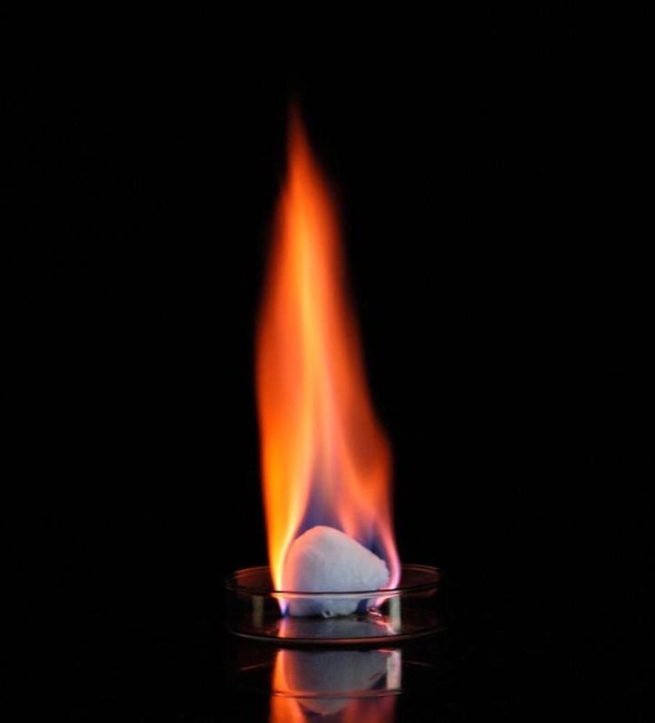 Metan rất dễ cháy