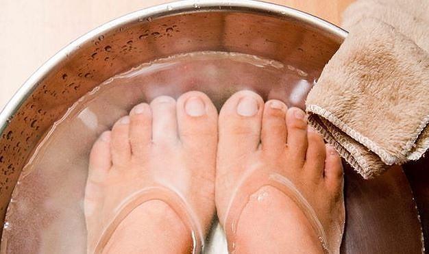 Sử dụng phèn chua trị nước ăn chân