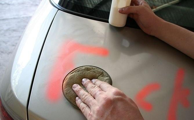 Cách tẩy sơn trên nhựa đơn giản