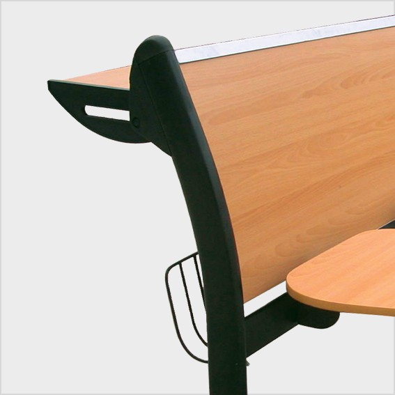 Tựa ghế bằng gỗ, có bàn viết