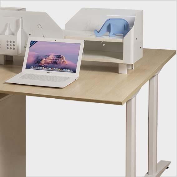 Mặt bàn vát cạnh 45 độ phía người ngồi, tạo sự thoải mái tối đa