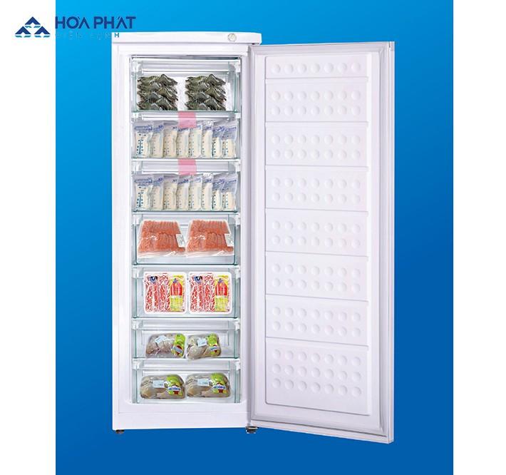 Với thiết kế 7 ngăn tiện lợi, người dùng có thể phân loại thực phẩm trong tủ đông đứng Hòa Phát thành 7 khu khác nhau
