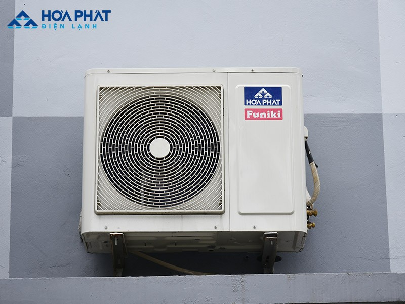 Dàn nóng gặp một số vấn đề như lắp đặt sai cách, lỏng ốc vít, không có điện, hỏng quạt…là những nguyên nhân làm cho điều hòa không chảy ra nước