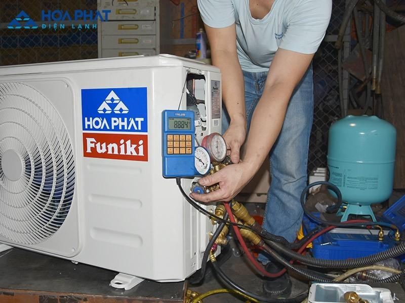 Hãy thay gas điều hòa thường xuyên để tránh tình trạng thiếu gas làm lốc điều hòa nóng nhiều khi hoạt động dẫn đến hư hỏng