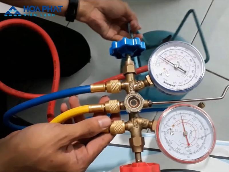 Nếu điều hòa thiếu gas, hết gas, bạn cần nạp thêm gas để điều hòa hoạt động trở lại và khắc phục tình trạng chảy nước