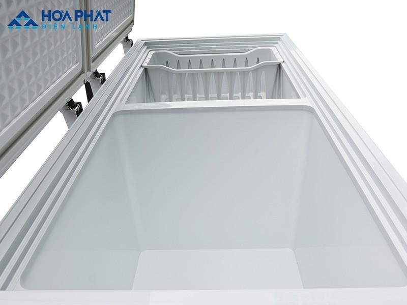 Sau khi vệ sinh và lau khô tủ bạn có thể cho thực phẩm vào bên trong