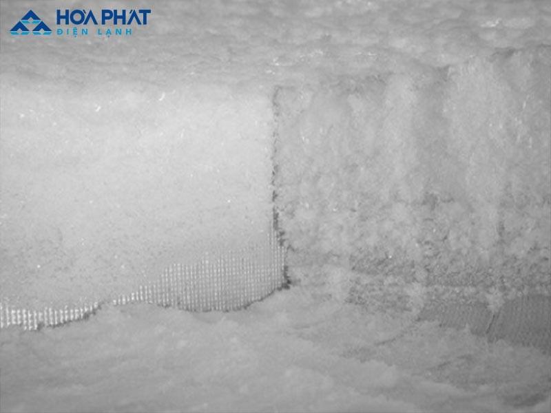 Sử dụng tủ đông cũ dễ bị bám tuyết mất an toàn, ảnh hưởng đến hiệu suất làm lạnh