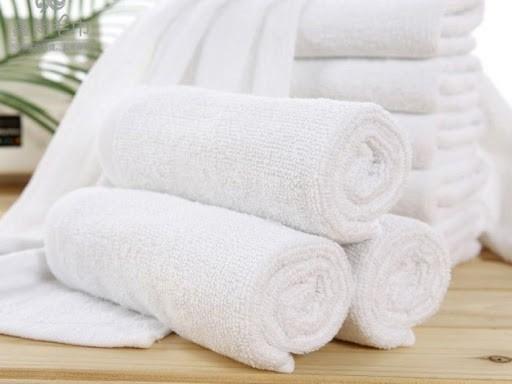 Dùng khăn bông mềm để khử mùi tủ đông