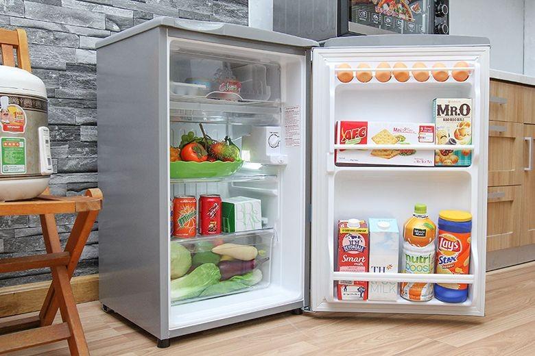 Kích thước tủ lạnh 90l là khá nhỏ và phù hợp với nhiều vị trí trong nhà
