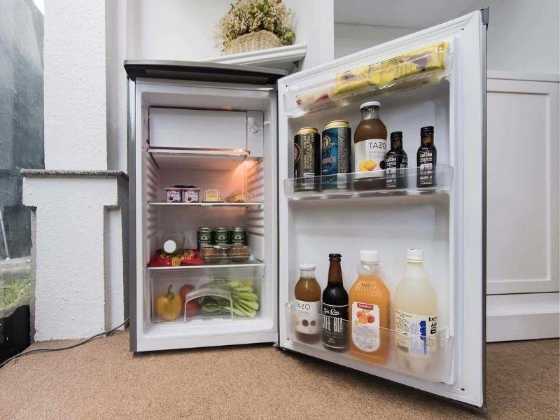 Cần đặt tủ lạnh nơi thông thoáng, giữ khoảng cách với các vật dụng xung quanh