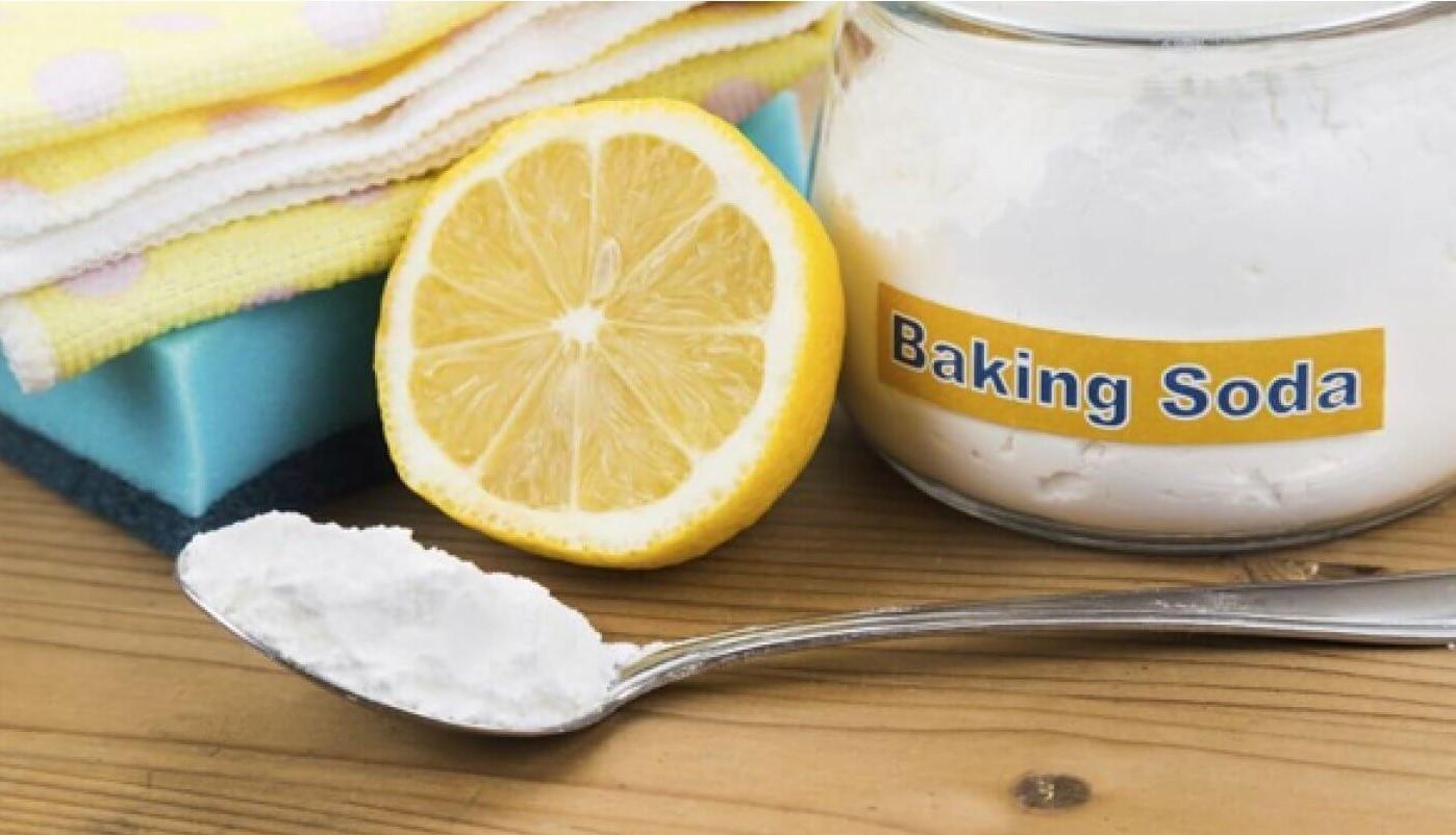 Dùng baking soda là cách tẩy áo bị dính màu hiệu quả