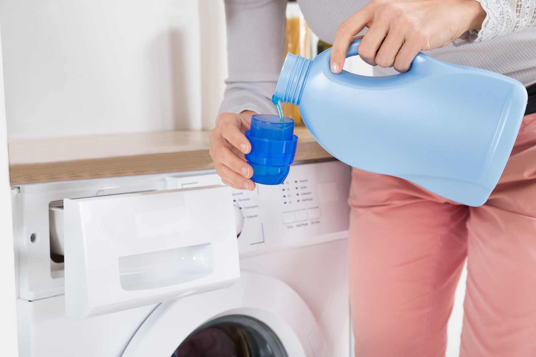 Những lưu ý để lựa chọn nước giặt quần áo phù hợp với từng máy giặt
