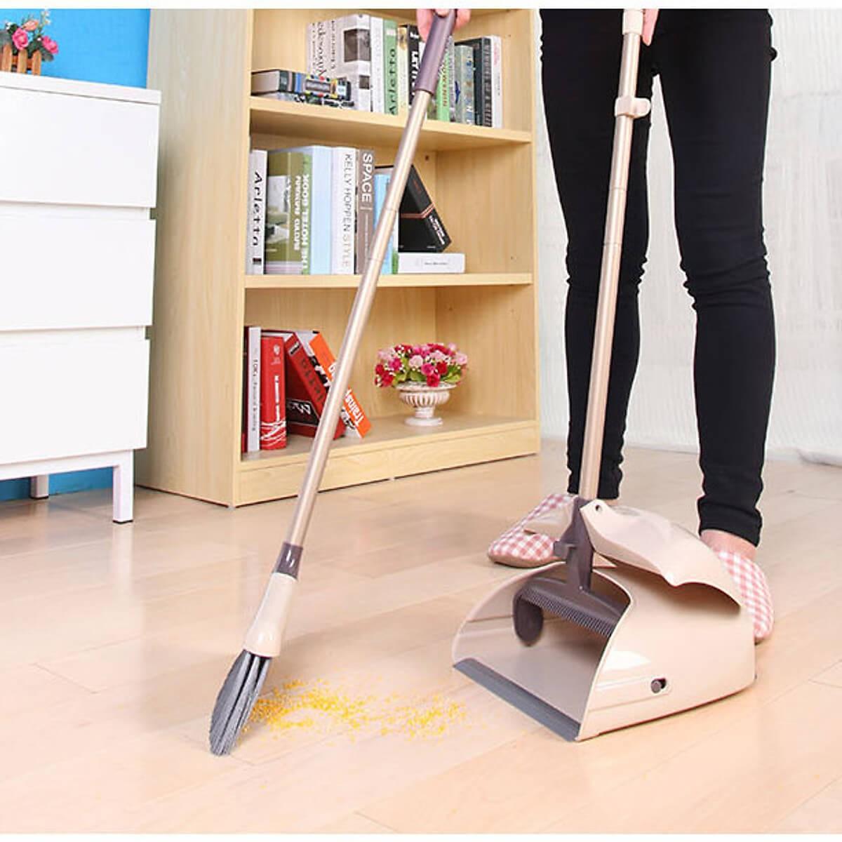 Thường không quét nhà trước là sai lầm khi dùng nước lau nhà
