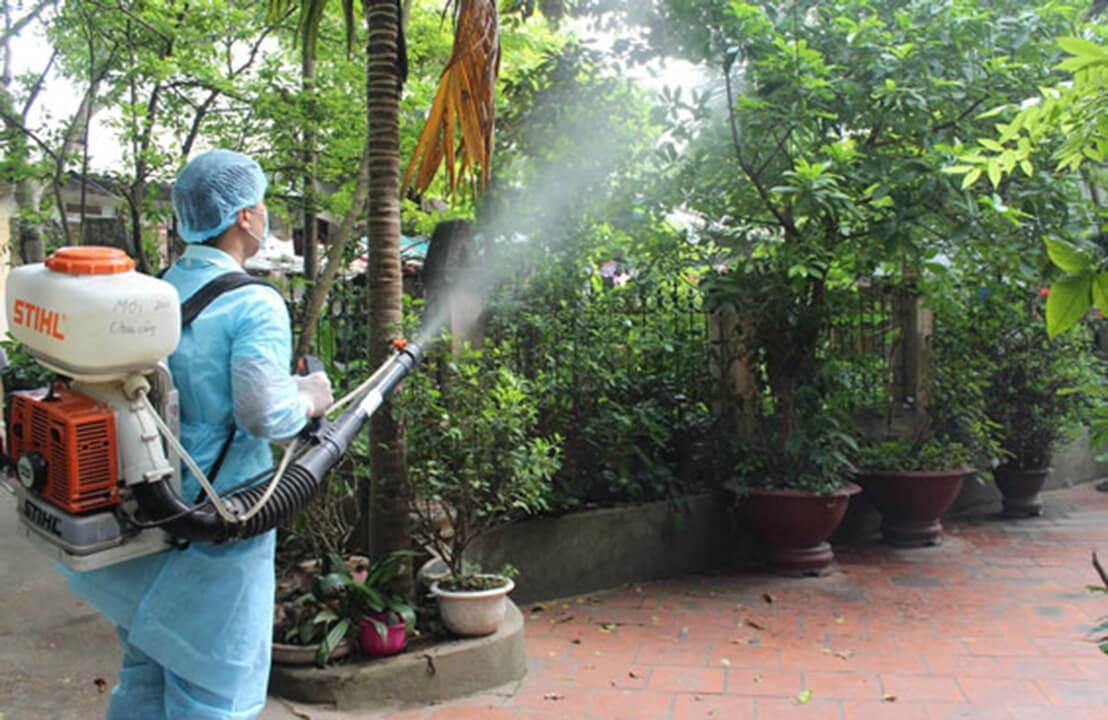 Đuổi và diệt muỗi bằng thuốc xịt muỗi được áp dụng nhiều