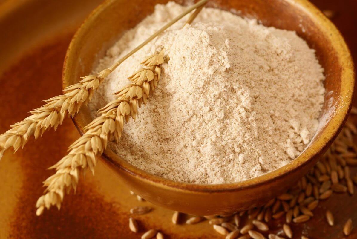 Cách vệ sinh dầu nhớt trên nền xi măng với bột mì