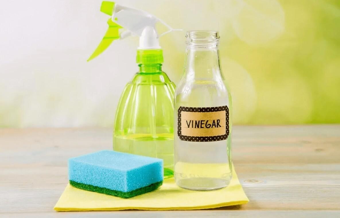 Sử dụng giấm trắng để tẩy dầu nhớt hiệu quả