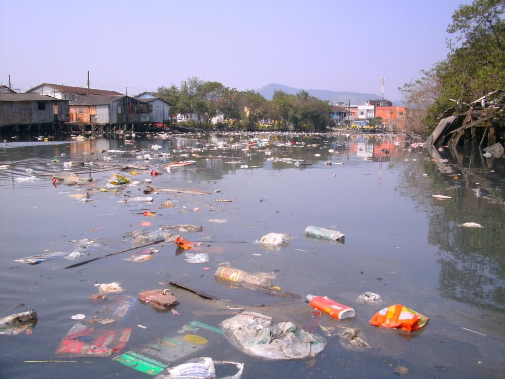 Lượng chất thải do sinh hoạt, tại các cơ sở sản xuất gây ô nhiễm nguồn nước