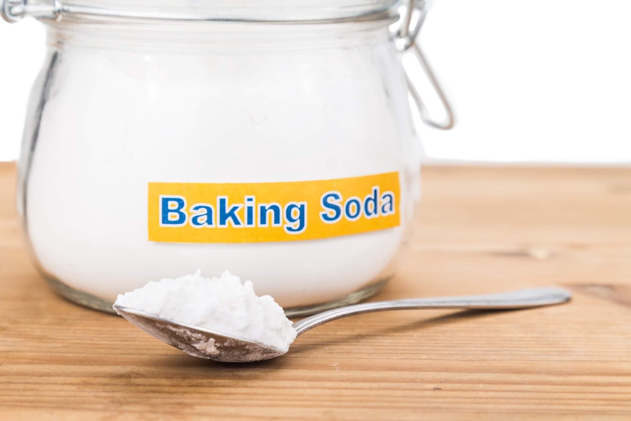 Baking soda là hóa chất tẩy rửa nhà bếp được dùng phổ biến